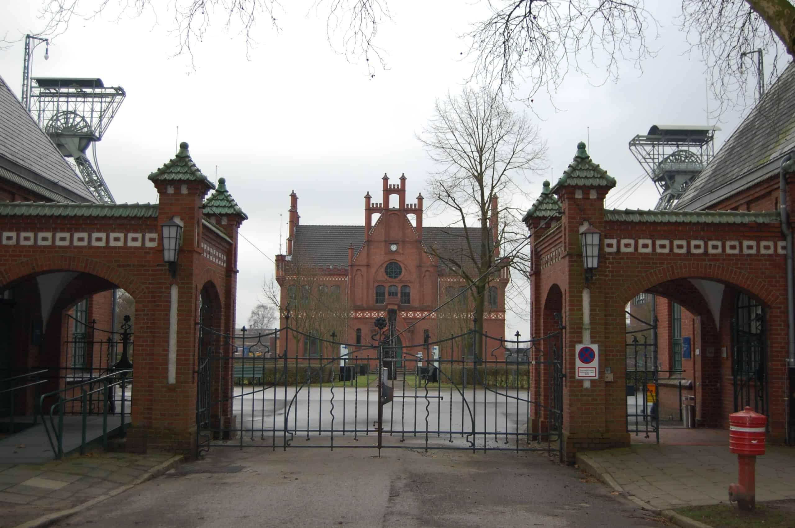 Zeche Zollern-Eingang, Schacht 2 und 4 mit Verwaltungsgebäude